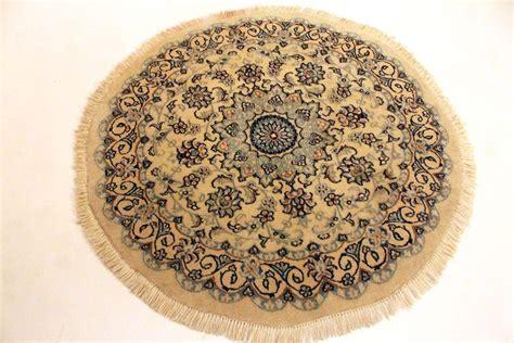 tappeti persiani rotondi elegante tappeto persiano rotondo nain kork su seta