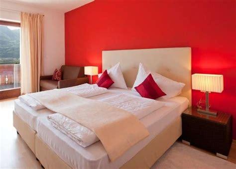 parete rossa da letto arredare casa con il rosso foto 29 40 design mag