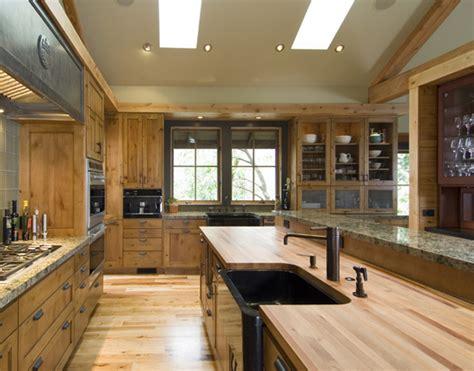 wood interior homes exteriores de una casa de piedra con interiores de madera
