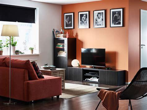 sala de estar con un mueble de tv negro marr 243 n con cajones