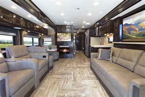 Thor Rv Floor Plans by Thor Motor Coach Keeps The Innovation Coming In Louisville