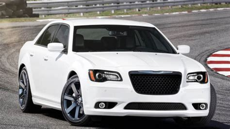 2012 chrysler 300 srt8 horsepower 2012 chrysler 300 srt8 debuts with new 465 horsepower 6 4l