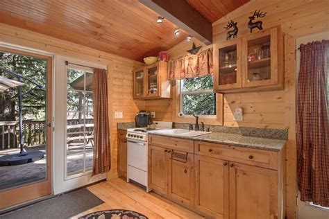Handmade Kitchens Direct Reviews - maggies shack kitchen with granite counters and