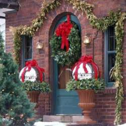 Outdoor Home Christmas Decorating Ideas by Outdoor Decorating Ideas For Christmas Decorazilla