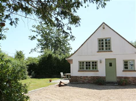 lymington cottages e14559 cottage perfectly located near seafront lymington