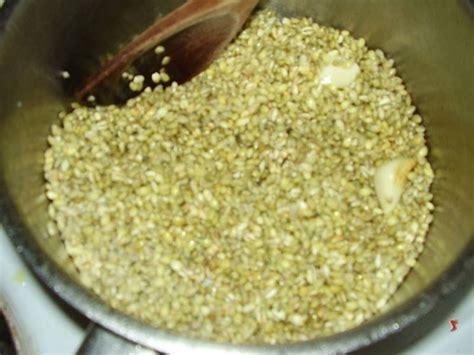 come cucinare la zuppa di farro come fare la zuppa di farro ricette minestre e zuppe