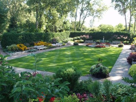 Rectangular Backyard Landscaping Ideas Tips For Designing Your Garden Turf Ivinghoe Turf News