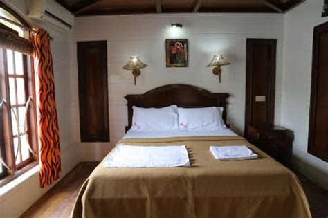 5 bedroom houseboat alleppey luxury bedroom on the kerala houseboat picture of