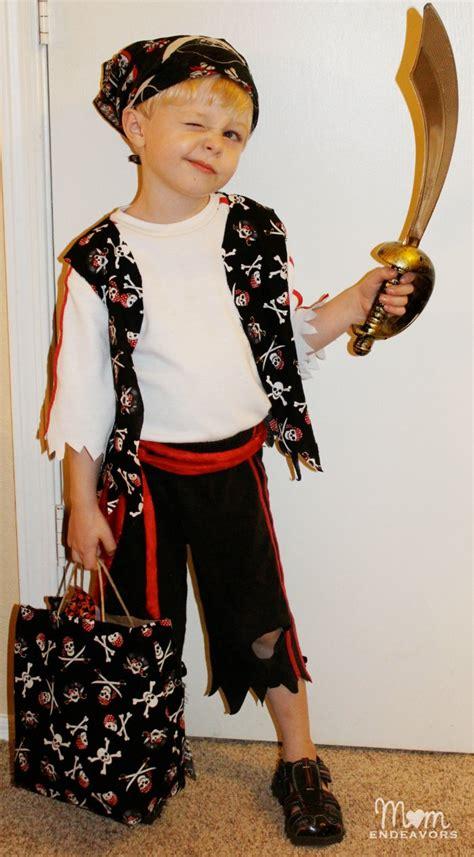 simple pirate costume idea quick easy diy pirate halloween costume