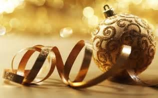 Best hd christmas wallpapers for your desktop golden christmas ball
