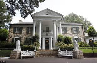 elvis artifacts to be auctioned at graceland