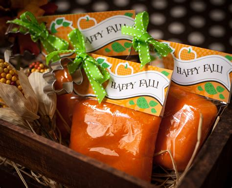 Halloween Giveaways Not Candy - playdough favor with free printable perfect for fall or halloween