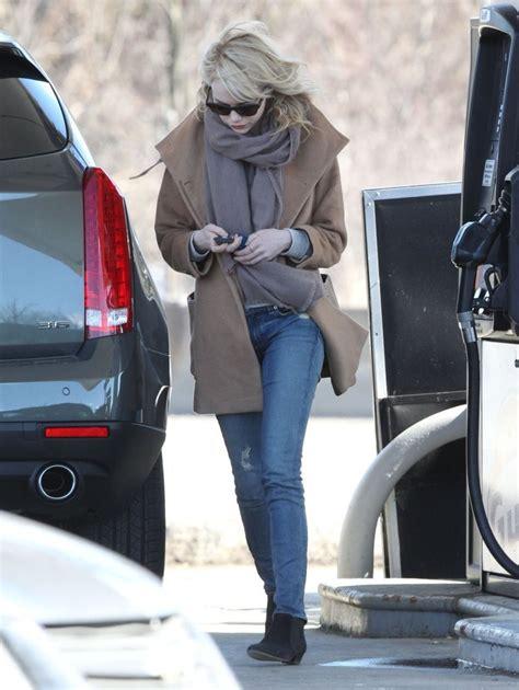emma stone car emma stone fills up her car in boston zimbio