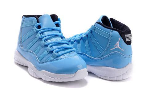 11 Light Blue by 11 White Light Blue