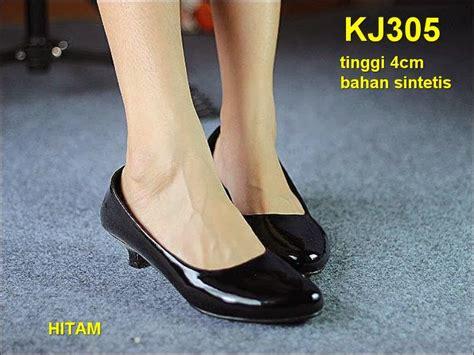 Sepatu Wanita No 39 Wedges Hitam Ht 11 heels sepatu kantor wanita murah toserba