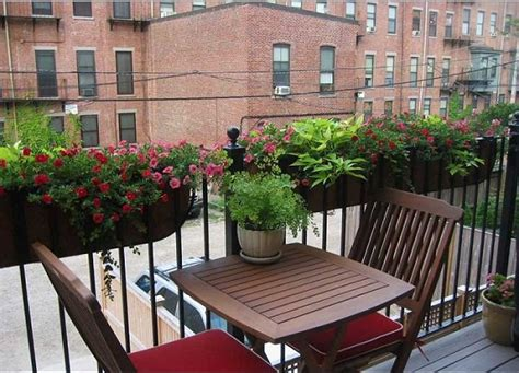 Apartment Balcony Planters by 8 Apartment Balcony Garden Decorating Ideas You Must Look