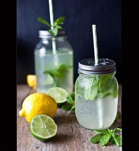 Jus De Citron Vert Detox by Une Limonade D 233 Tox Au Citron Au Citron Vert Et 224 La