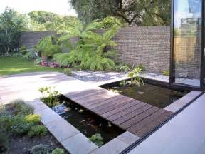 Gazing to a fish pond might be a perfect way to spend 10 minutes after