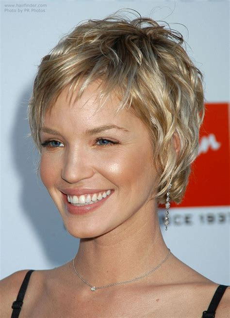 short hair sle ashley scott sporting a very short layered hairstyle