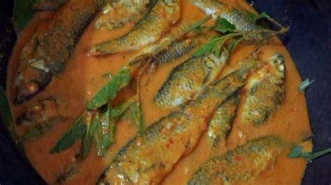 pangek masakan minang  ikan bilih dimasak rempah