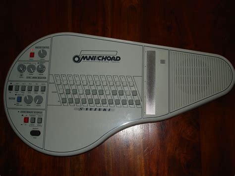 suzuki omnichord om84 image 631720 audiofanzine