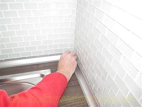 Küchenabschlussleisten auf Arbeitsplatte befestigen. ? die