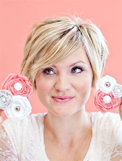 short hair for round faces in their 40s short hairstyles for women over 40 with round faces