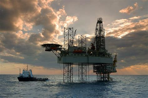 Minyak Dunia setelah naik harga minyak dunia kembali turun