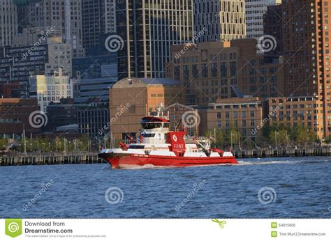 nyc fireboat 343 the 343 fireboat in motion nyc tom wurl editorial image