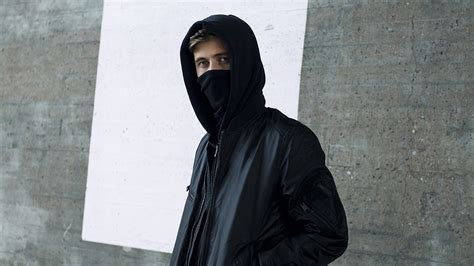 Masker Alan Walker alan walker debuts new remix for league of legends