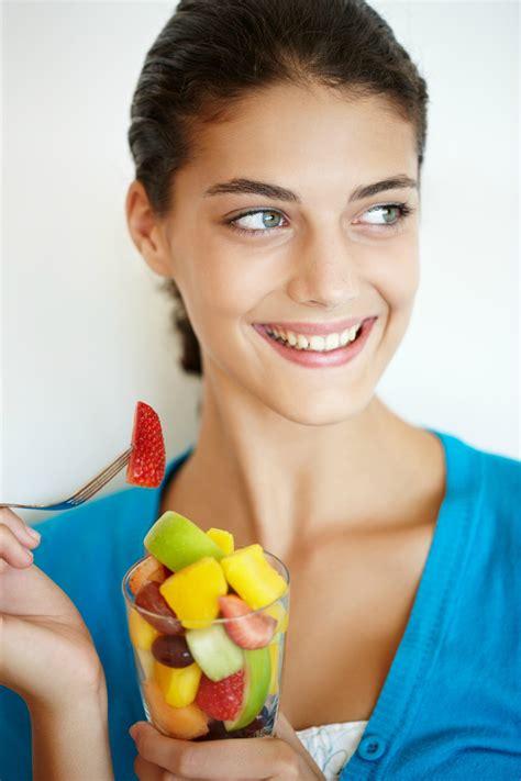 alimenti anti stipsi acqua con magnesio cereali integrali e yogurt i 10