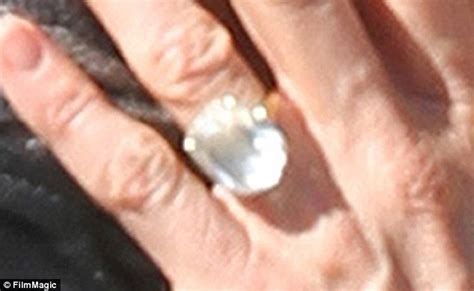 is jennifer aniston s engagement ring too big eight carat