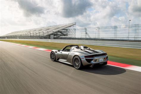 Porsche 918 Fuel Economy by Porsche 918 Spyder Beats Prius In 2015 Vw Golf Gti