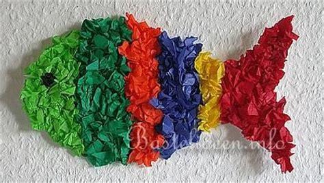 tissue paper fish craft basteln mit kindern fisch fensterbild schule basteln
