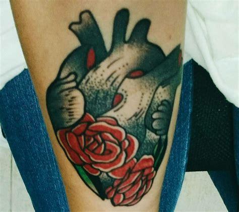 tatuaggio cuore con fiori tatuaggio cuore significati e i disegni pi 249 belli da scegliere