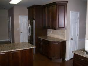 Schuler Kitchen Cabinets Princeton Cherry Snap With Glaze By Schuler Cabinetry Traditional Kitchen