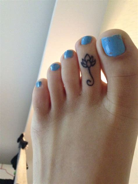 tattoo pain on finger 25 best ideas about toe tattoos on pinterest painful