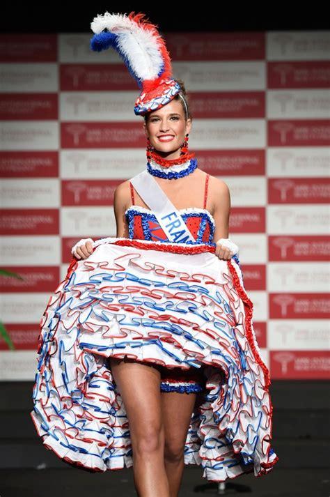 Kostum Adat 16 foto miss perancis aurianne sinacola saat sesi kostum nasional foto 16 dari 28