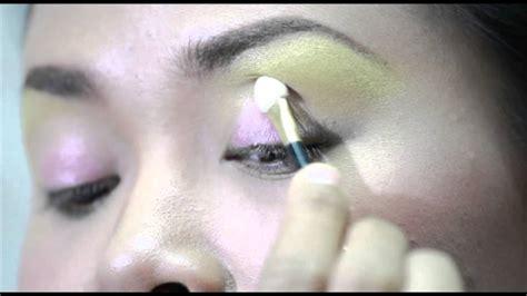 Sariayu Eye Shadow Trend Borneo eye shadow tutorial oleh sariayu martha tilaar