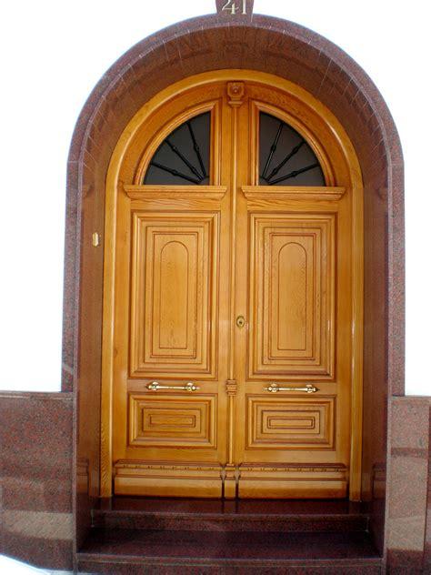 puerta de entrada madera puertas antiguas madera puertas de entrada casas antiguas