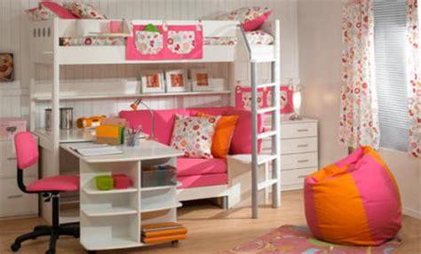 blanco y rosa en el cuarto de una ni 241 a interiores
