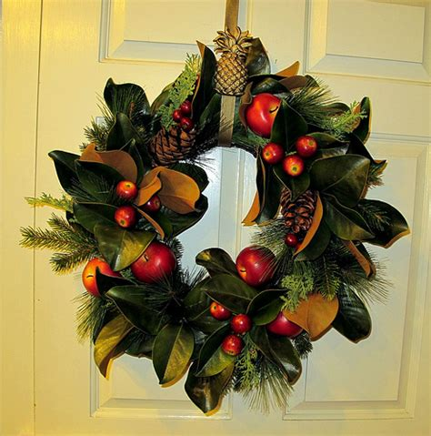 wreath at the craft house in colonial williamsburg img