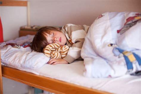 bambino 6 anni pipi a letto enuresi notturna consigli ai genitori mamma felice