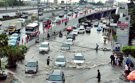 Mitigasi Kesiapsiagaan Bencana Banjir Dan Kebakaran hujan deras semalaman ini 39 titik ruas jalan rawan terendam banjir di jakarta