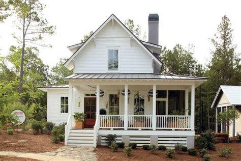 Busy Days Worthwhile: Modern White FarmHouse