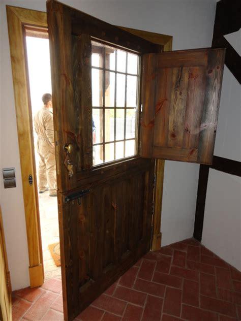 puerta entrada casa puerta de entrada a casa de comuebles de la granja
