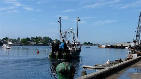boat r gulf harbour fishing boats on the move gloucester harbor gloucester