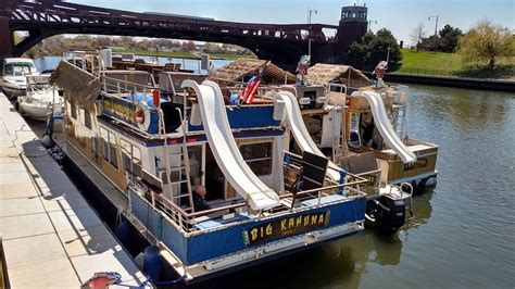 pontoon boat rental chicago island party boat rent a floating tiki bar in chicago