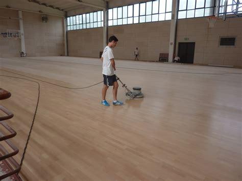 pavimenti palestra pavimento in legno per palestre dalla riva sportfloors