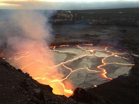 earthquake volcano volcano lava lake nears overflow earthquakes rise